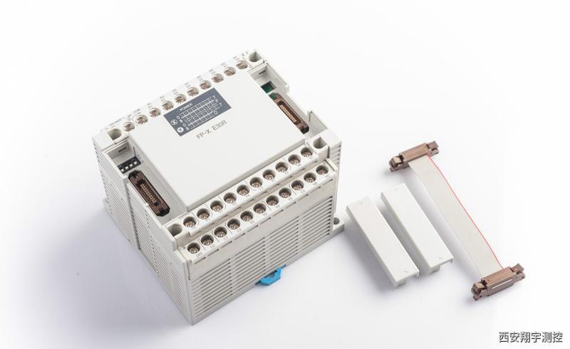 PLC的钦件由系统程序和用户程序组成